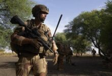 """فرنسا: قواتنا قتلت زعيم """"داعش"""" بمنطقة الصحراء الكبرى"""