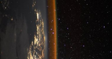 """صورة مذهلة لـ""""حافة الأرض"""" بعدسة رائد فضاء فرنسى.. اعرف قصتها"""